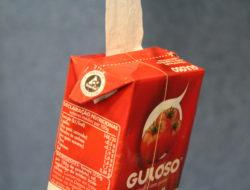 Elementos decorativos com os pacotes da Guloso onde é visível o símbolo Tetra Pak.