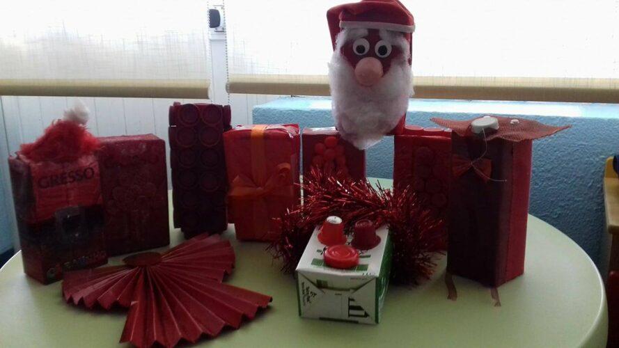 1.ª fase- Lançamento do desafio Eco Natal às famílias; Recolha dos pacotes decorados/construídos pelas famílias com material reciclado;