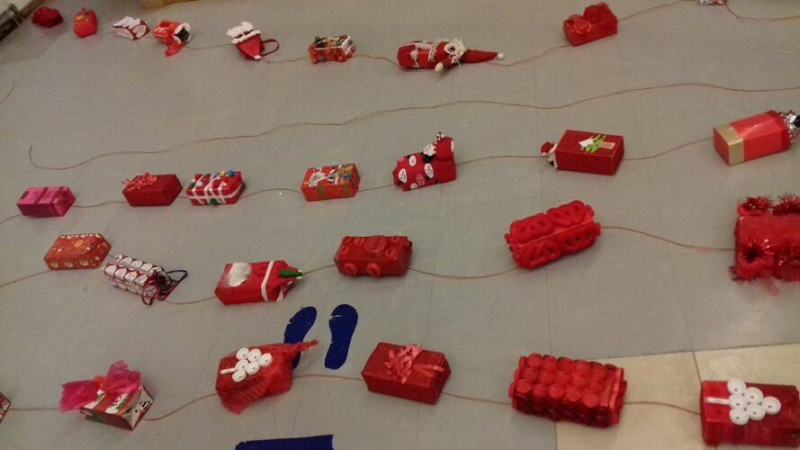 2.ª fase- Organização dos pacotes construídos/decorados em casa pelos alunos, com a colaboração das famílias;