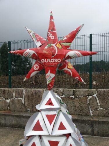 Estrela de Natal elaborada com embalagens tetrapack Guloso, que foi colocada no cimo da nossa árvore.