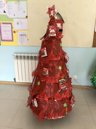 Árvore de Natal já construída.
