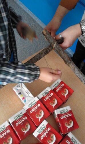 Montagem da árvore de Natal com as embalagens Guloso
