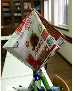 """Para a estrela foram utilizados 3 pacotes de polpa  de tomate da marca """"Guloso""""."""