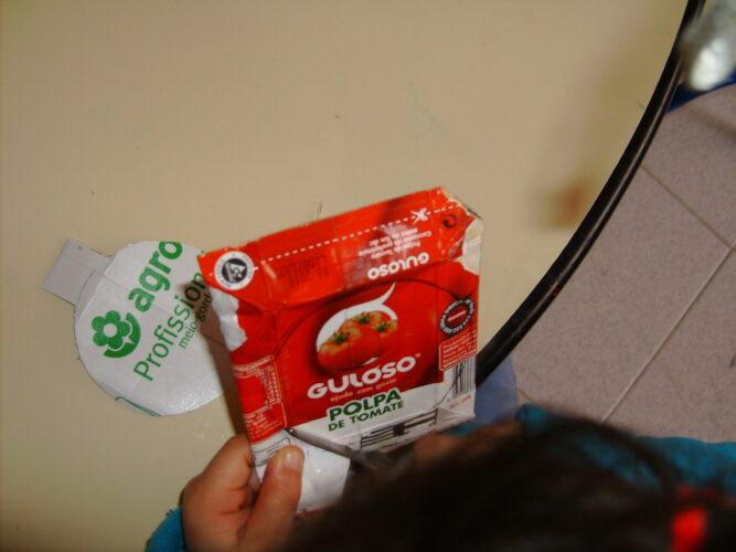 Utilização de embalagens Tetra Pak , FSC da marca GULOSO e outras embalagens.