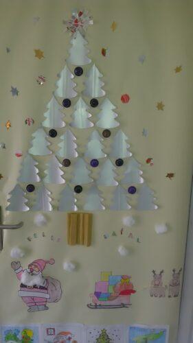 Árvore de Natal de porta de sala EB Sampaio