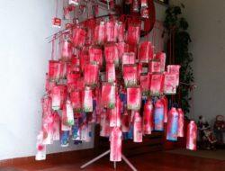 Árvore com embalagens Tetra pak