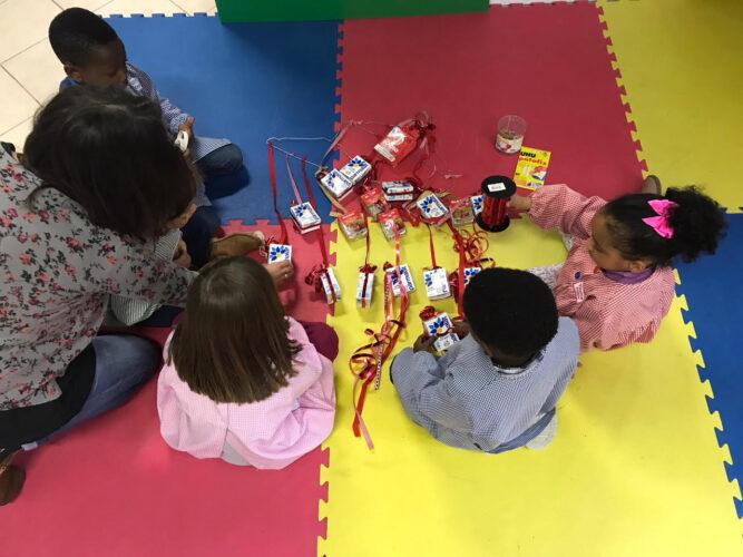 Construção Árvore de Natal pelas crianças