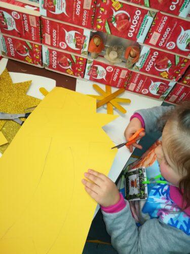 Elaboração de um estrela para colocar no topo da árvore.