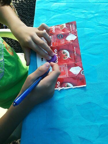 Desenhar os círculos nos pacotes da Guloso.