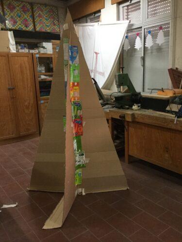 A construção da base da árvore de natal