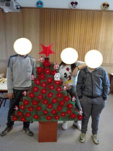 Trabalho final - árvore de Natal - sala de aula.