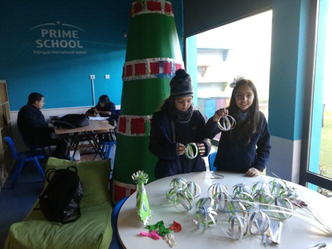 Construção das Bolas de Natal em embalagens