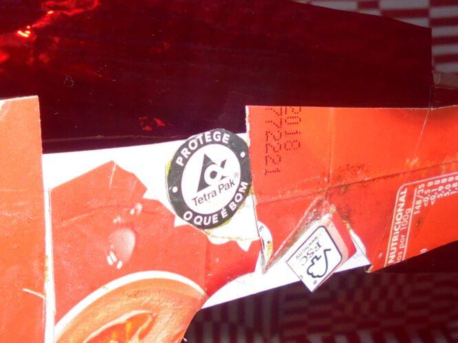 ECO- Ponto Árvore Vermelha - Pormenores Tetra-Pack