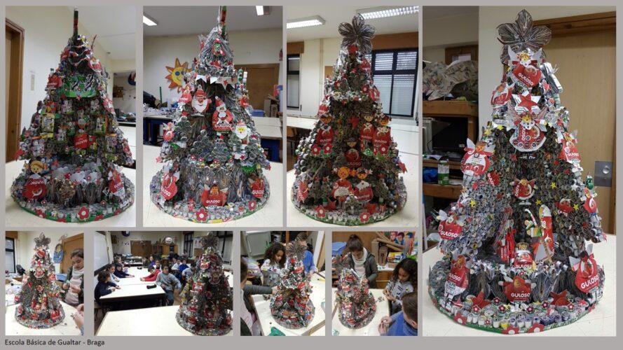 """Árvore tridimensional, (50x50x78cm) composta por 4 lados: os elementos do presépio e anjos. representações do Pai Natal, anjos """"meninas"""" e casas e animais."""