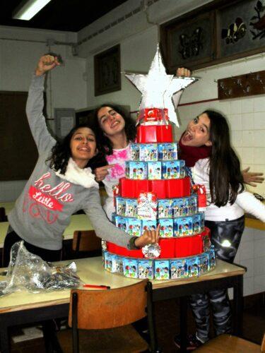 Árvore de Natal com alunas