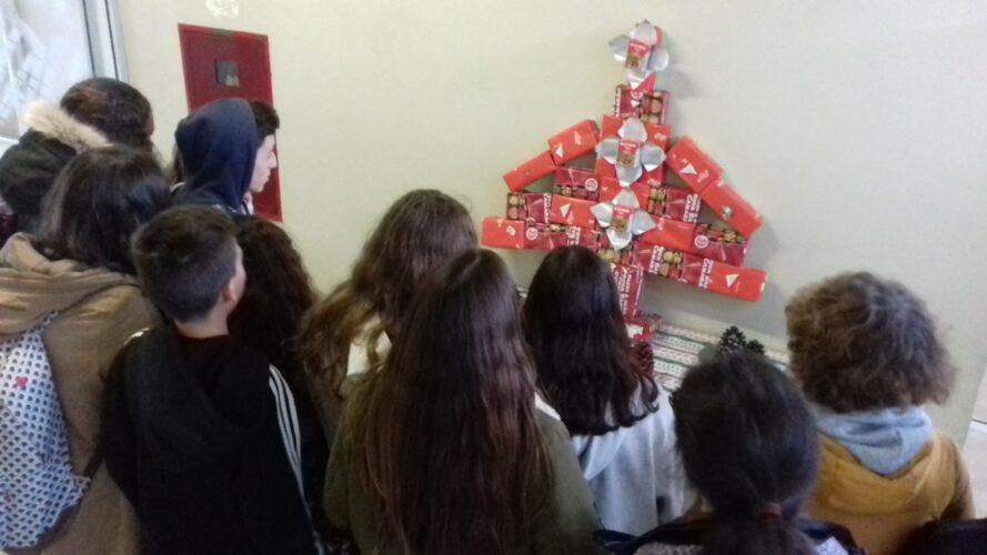 A Escola Secundária de Sampaio deseja um Natal com pouco desperdício e muita reutilização para todos!