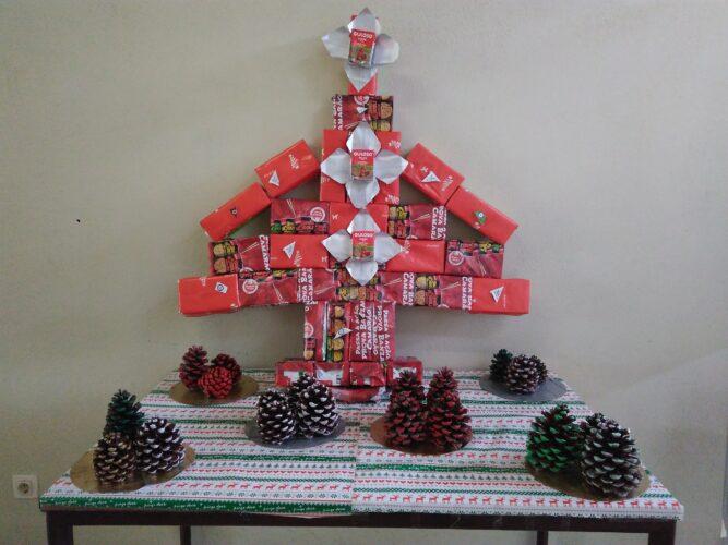 A nossa árvore de Natal Guloso relembra a todos que as embalagens usadas podem ter um final Feliz!