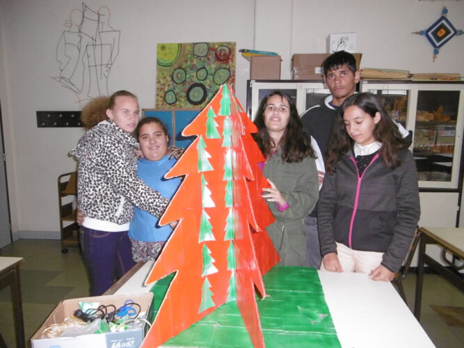 O grupo com a árvore