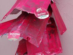 Enfeites de Natal com pacotes da Guloso e Símbolos da Tetra Pak.