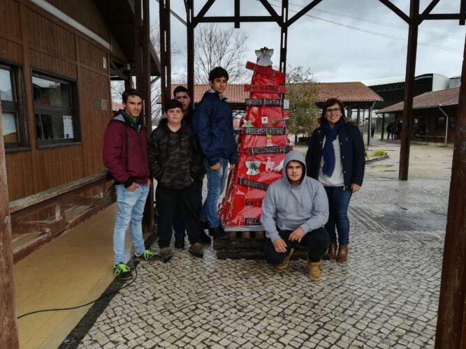 Foto com os alunos que colaboraram no projeto
